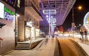 Photo-d-une-rue-un-soir